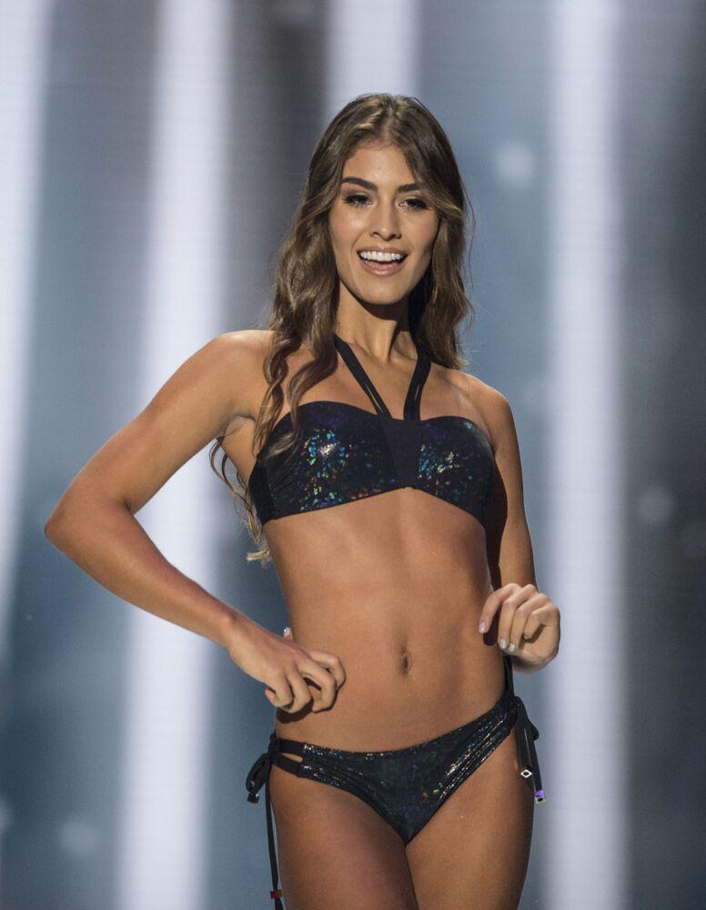 Vencedora do concurso Miss Colômbia, Valéria Morales, posando para foto de biquíni em 30 de setembro de 2018