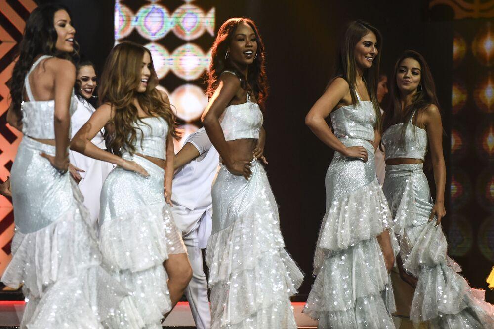 Participantes se apresentam durante o concurso de beleza Miss Colômbia 2018, realizado na cidade colombiana de Medellín