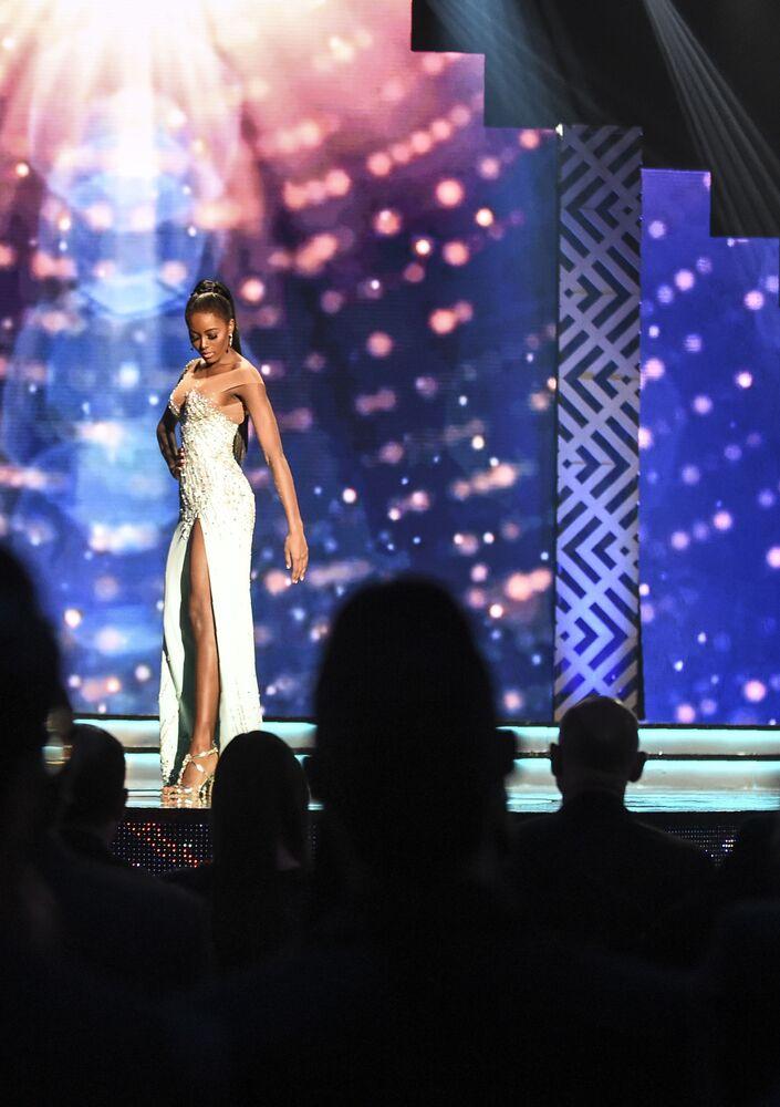 Participante durante apresentação do concurso Miss Colômbia, realizado na cidade colombiana de Medellín, em 30 de setembro de 2018