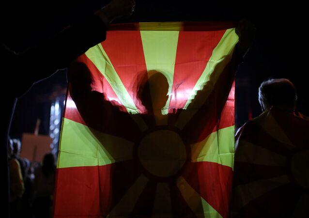Manifestantes macedônios pedem boicote a referendo sobre a mudança do nome do país.