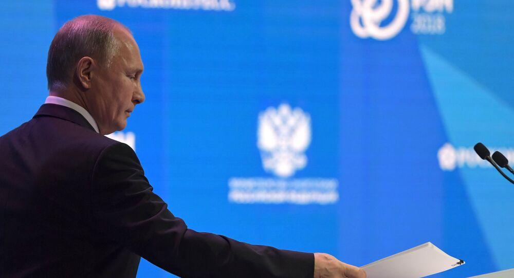 Presidente russo Vladimir Putin discursa durante a Semana Energética Russa, em Moscou, em 3 de outubro de 2018