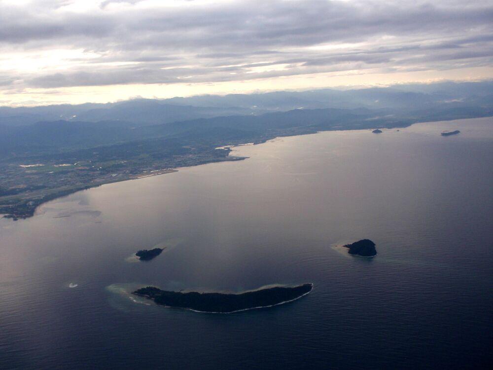 Ilhas malaias de Kota Kinabalu, que juntas formam uma carinha feliz