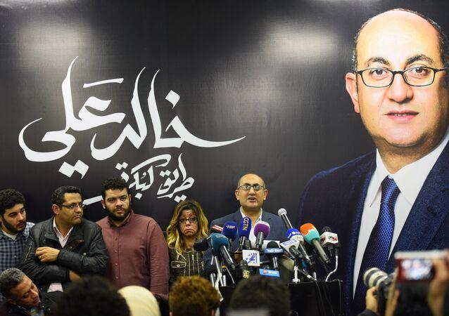 Advogado de direitos humanos Khaled Ali durante uma coletiva de imprensa no Cairo, Egito, em 24 de janeiro de 2018