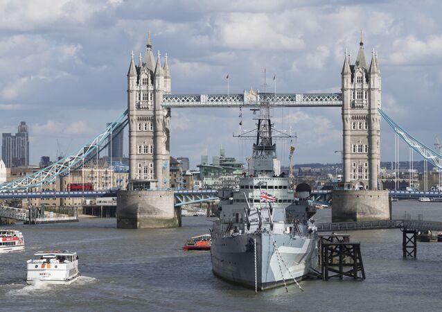 Vista da torre e ponte sobre o rio Tamisa em Londres (imagem de arquivo)