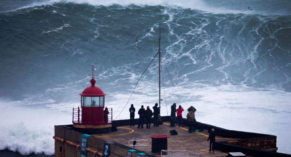 Surfista na Praia do Norte