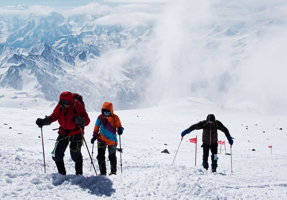 O monte Elbrus (5.642 m) é a montanha mais alta da Rússia e da Europa e escalá-la representa um grande desafio.