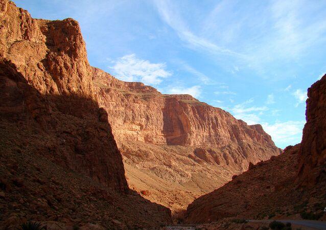 As chamadas Gargantas de Todra são um desfiladeiro no Marrocos com paredes que chegam a 200 m de altura.