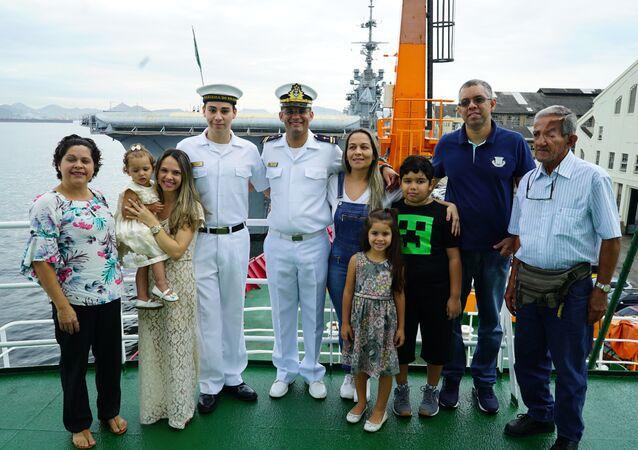 Família se despede de militar que viajou a bordo do navio polar Almirante Maximiano para a Antártica