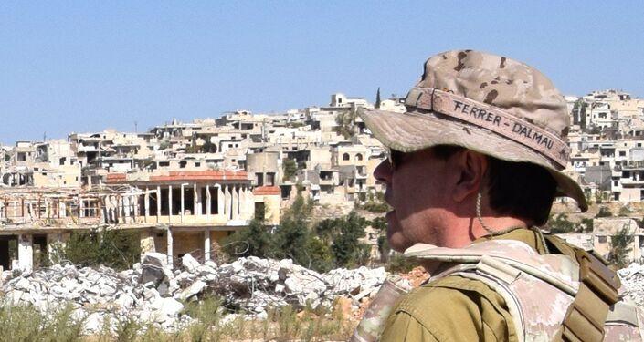"""""""Eu pinto o que vejo"""", disse esse conhecido pintor espanhol. Na imagem, Ferrer-Dalmau em Aleppo, Síria"""