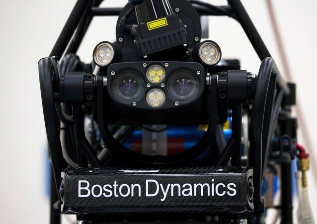 Um robô antropomórfico, Atlas, da empresa Boston Dynamics