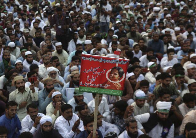 Milhares de paquistaneses querem que mulher cristã seja executada