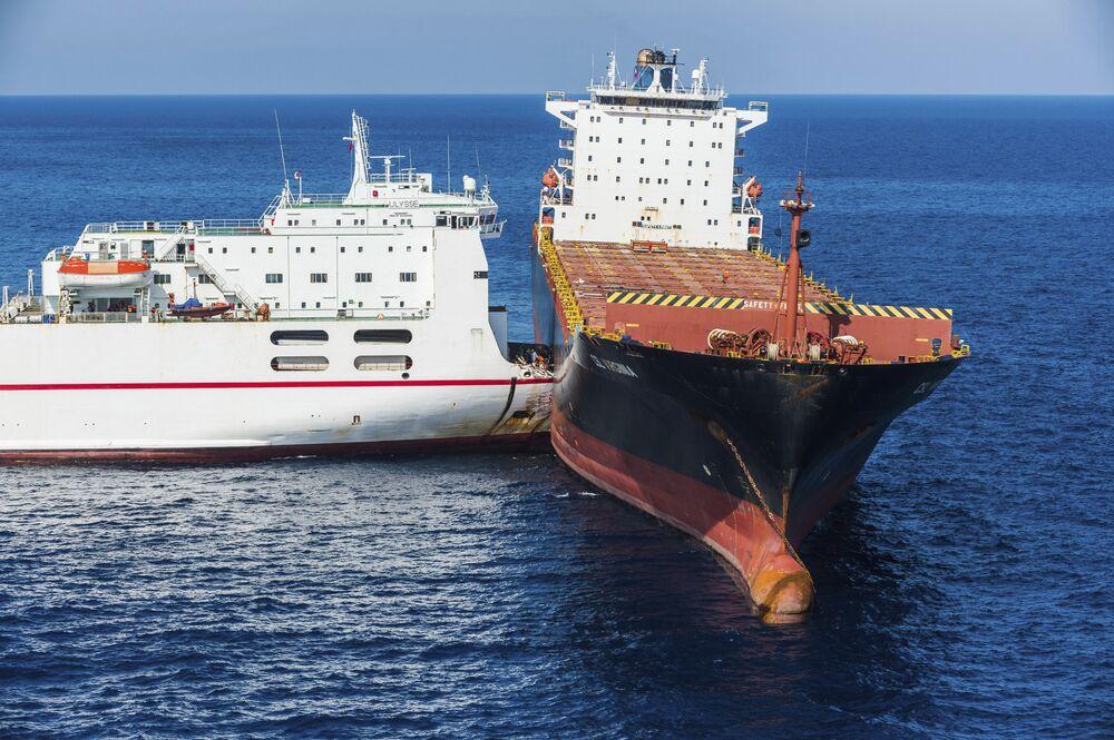 Dois navios, um tunisiano e um cipriota, colidem no mar Mediterrâneo, perto da ilha da Córsega