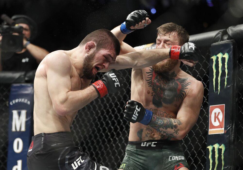 Lutador russo peso-leve Khabib Nurmagomedov e o irlandês Conor McGregor na final do UFC 229 em Las Vegas