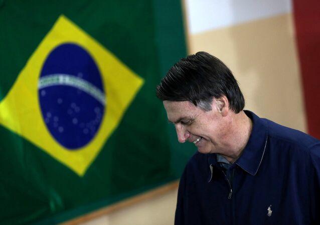 Jair Bolsonaro, candidato à Presidência do Brasil, ao votar no primeiro turno das eleições, em 7 de outubro de 2018
