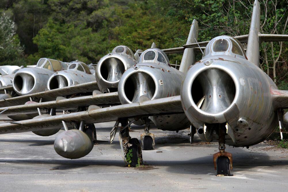 Caças MiG-15 na base aérea de Kucova, Albânia