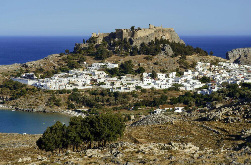 Antiga acrópole na cidade de Lindos na costa leste da ilha grega de Rodes