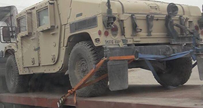 Veículo blindado sendo enviado pelos EUA ao Conselho Militar de Manbij, na Síria