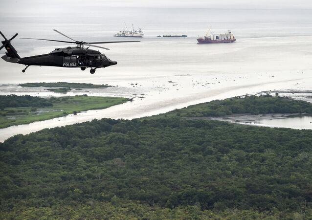 Un helicóptero de la policía antidrogas de Colombia