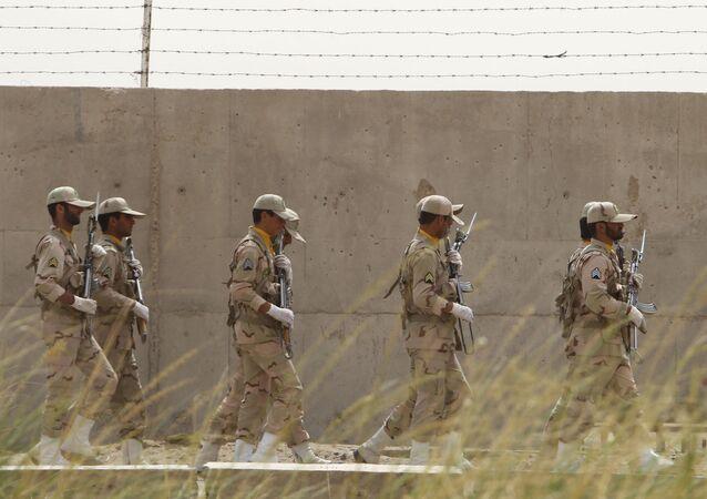 Soldados iranianos em posto de patrulha próximo da fronteira com o Afeganistão (arquivo)