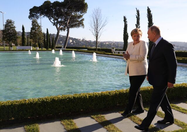 Vladimir Putin and Angela Merkel during Istanbul summit