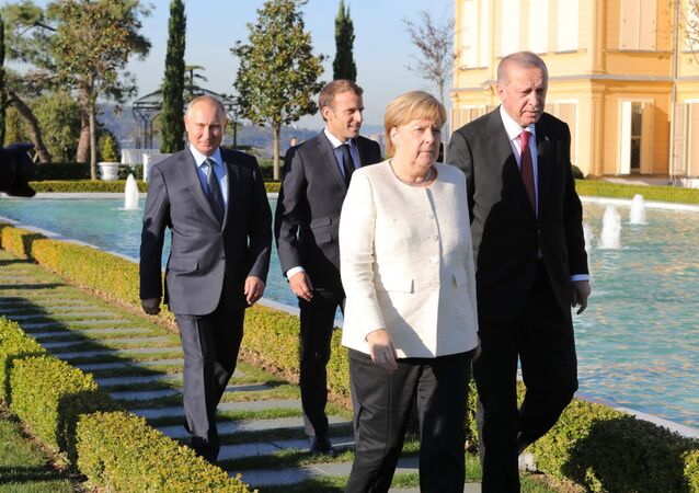 Russian President Vladimir Putin, French President Emmanuel Macron, German Chancellor Angela Merkel and Turkish President Recep Tayyip Erdogan (right) during the meeting on Syria, October 27, 2018.