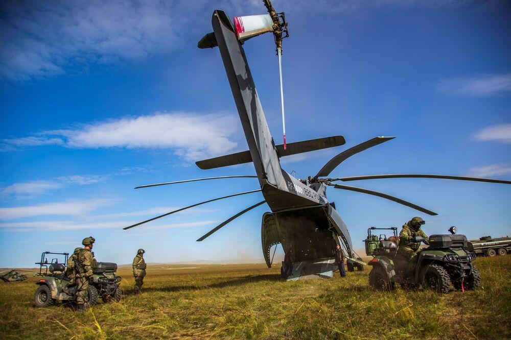 Helicóptero Mi-26 durante as manobras militares Vostok 2018 no polígono de Tsugol, na região de Transbaikal