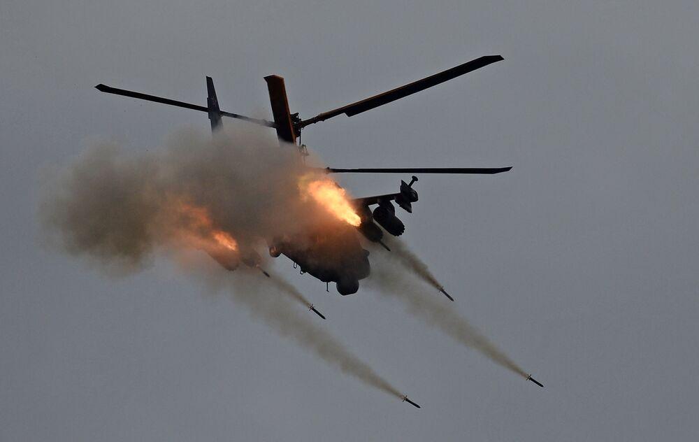 Helicóptero russo Ka-52 Alligator no fórum técnico-militar internacional EXÉRCITO 2016