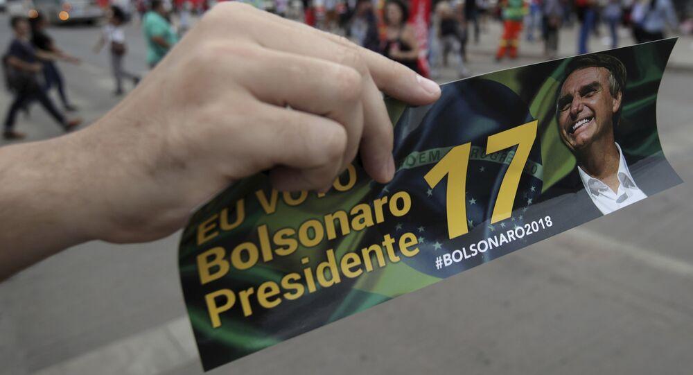 Panfleto promovendo a candidatura de Jair Bolsonaro à Presidência do Brasil, na véspera das eleições de 2018