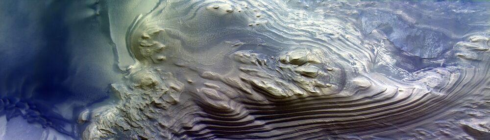 Estruturas sedimentares no cânion Juventae Chasma em Marte
