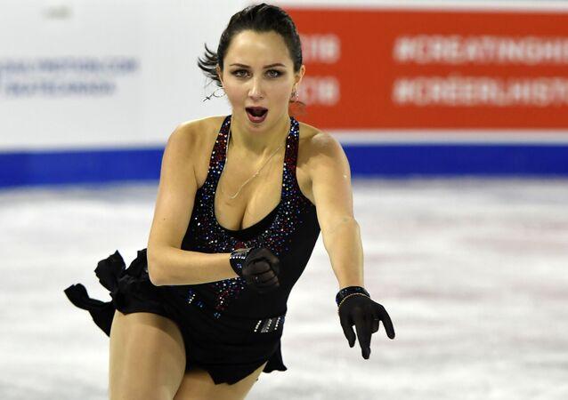Patinadora russa Elizaveta Tuktamysheva se apresenta durante competição de patinação no Canadá, 26 de outubro de 2018