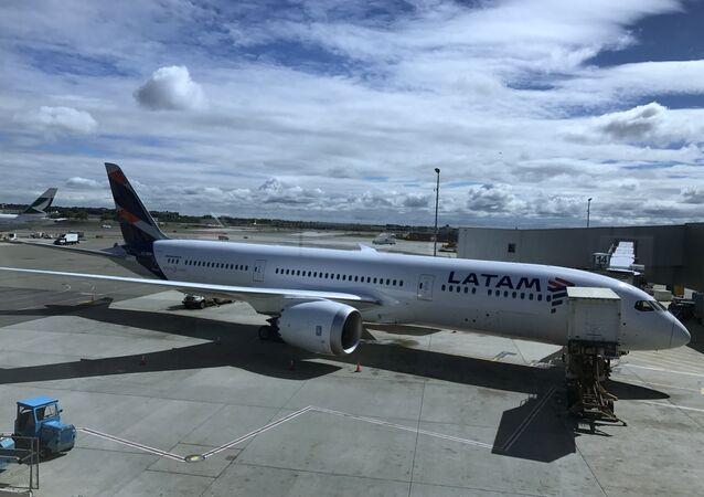 Um avião da companhia aérea LATAM