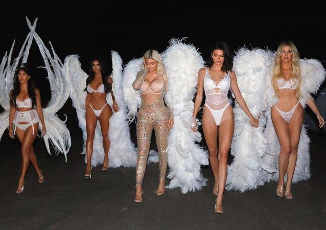 Kourtney, Kim e Khlóe Kardashian, Kylie e Kendall Jenner, 31 de outubro de 2018