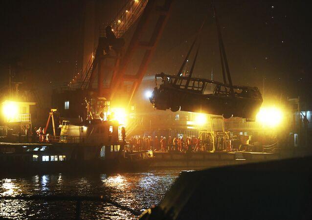 Ônibus após queda de ponte no rio Yangtze, no sudoeste da China, em 28 de outubro (foto de arquivo)