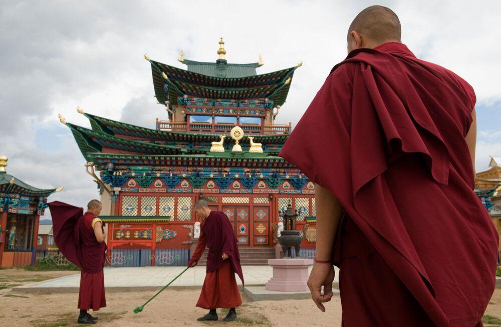 Palácio budista Pandido Khambo do lama Dashi-Dorzho Itigilov que muitos dizem ter um corpo imperecível