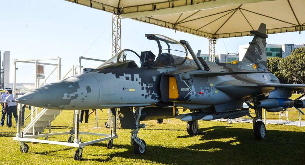Maquete em tamanho natural do novo caça Gripen NG é apresentada em Brasília