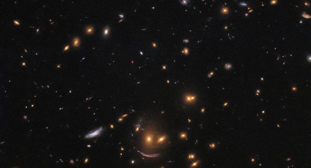 Imagem mostra área repleta de galáxias de todas as formas, cores e tamanhos, tirada do Telescópio Espacial Hubble da NASA