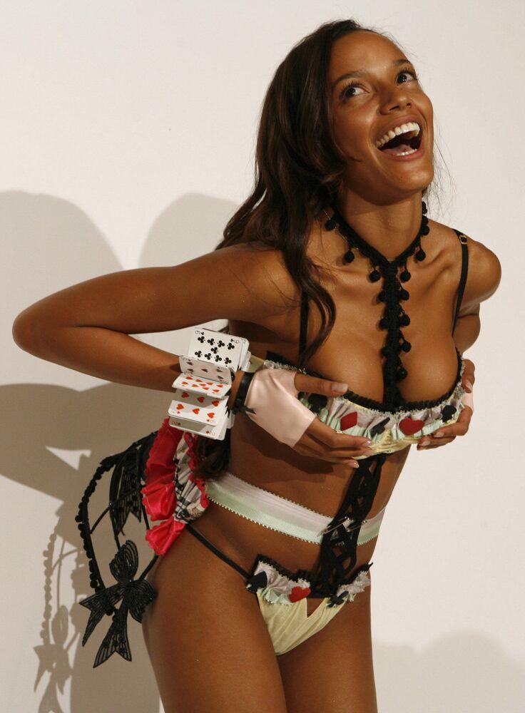 Modelo americana Selita Ebanks antes do início do show da Victoria's Secret em Nova York, em 7 de novembro de 2006