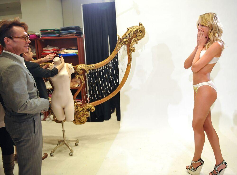 Modelo da África do Sul, Candice Swanepoel, participa do fashion show da Victoria's Secret 2010 em Nova York