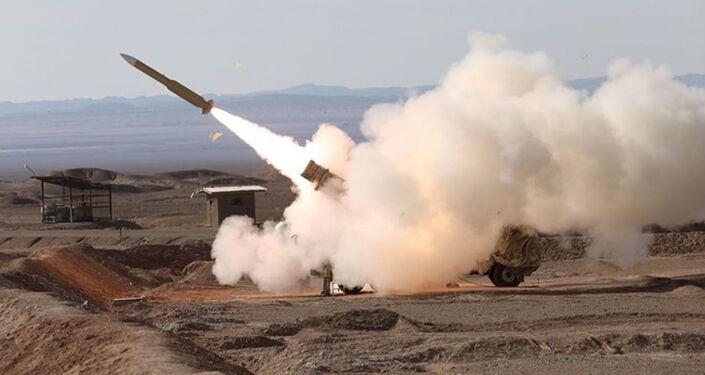 Sistema de defesa antimíssil Mersad disparando durante as manobras Velayat