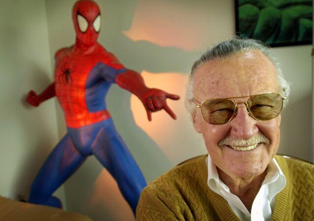 Criador da Marvel Comics, Stan Lee, durante uma sessão de fotos em 2002