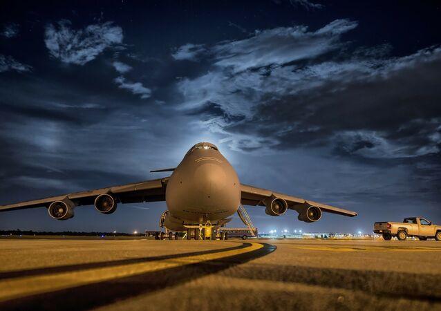 Avião na pista de aterrissagem (imagem referencial)