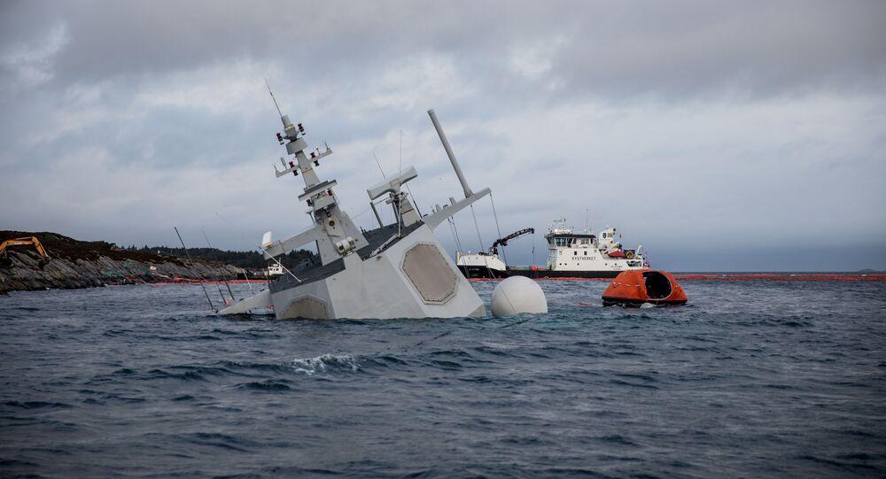 Fragata KMN Helge Ingstad da Marinha da Noruega afundada após colisão com um petroleiro junto à costa norueguesa, 13 de novembro de 2018