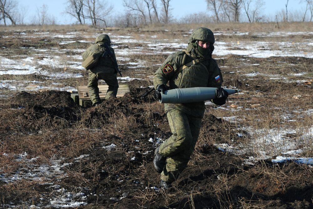 Os obuseiros 2А65 foram usados para destruir alvos do inimigo convencional previamente detectados por um drone à distância de 10 km