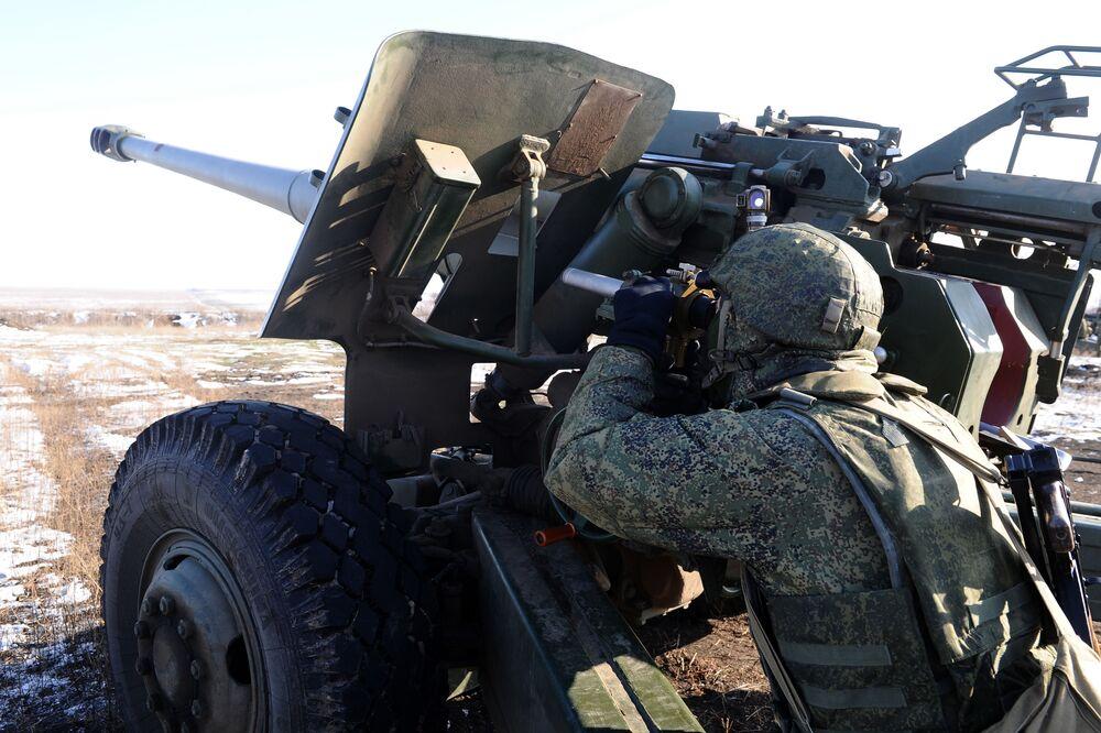 Dos exercícios participaram mais de 300 militares e 40 unidades de material