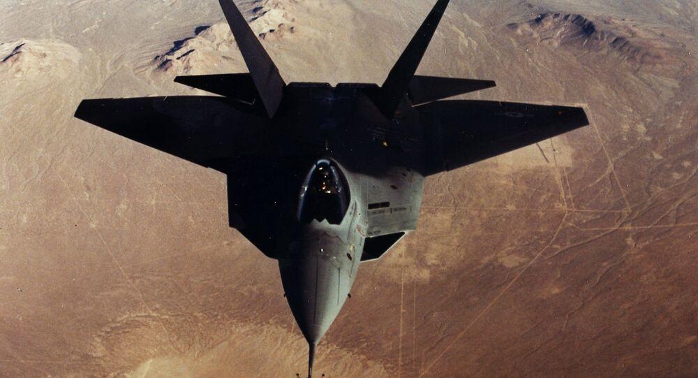 Protótipo do caça YF-22 da Lockheed Martin se aproximando da Base Aérea de Edwards, na Califórnia, EUA (imagem de arquivo)