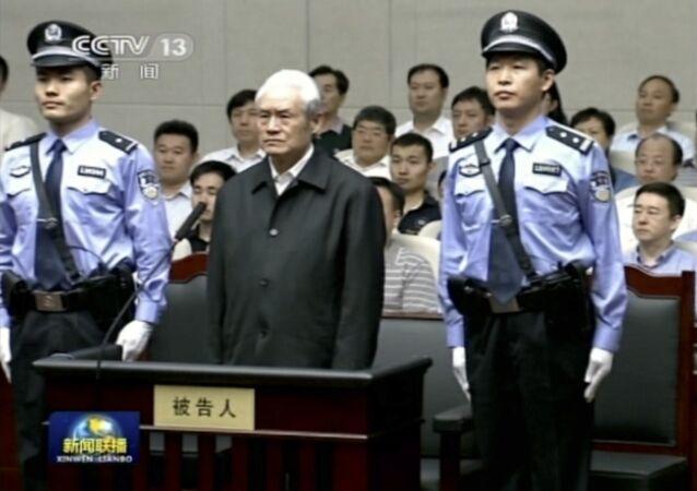 Zhou Yongkang, ex-líder do Partido Comunista durante seu julgamento.