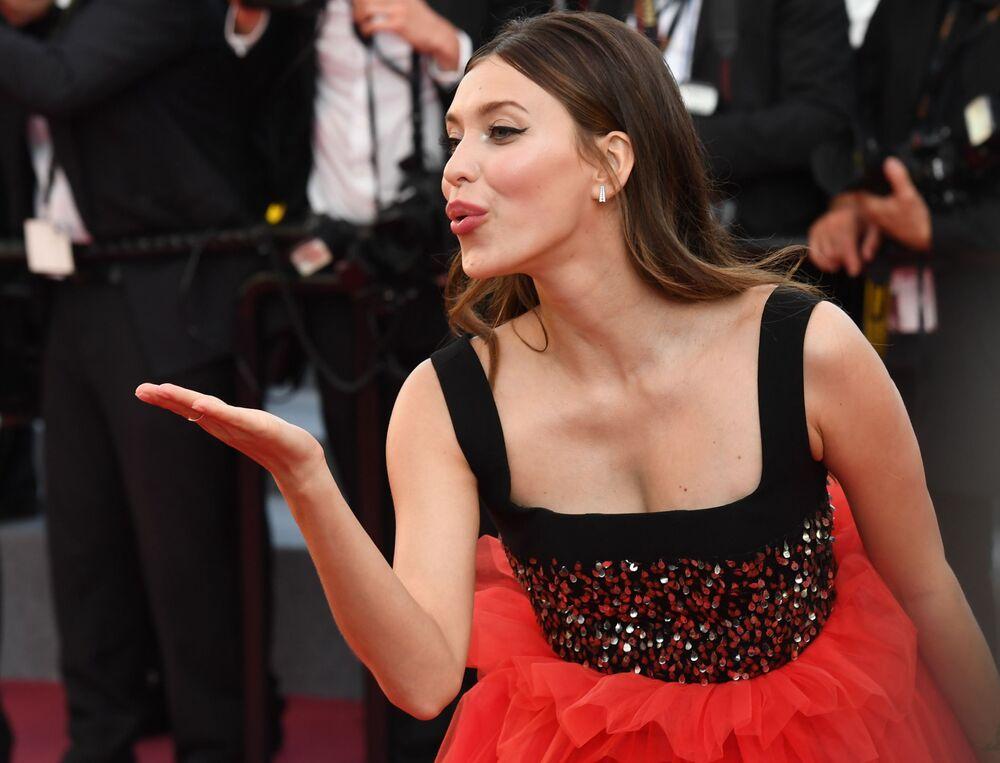 Atriz e apresentadora de TV, Regina Todorenko, no tapete vermelho do 71º Festival Internacional de Cannes