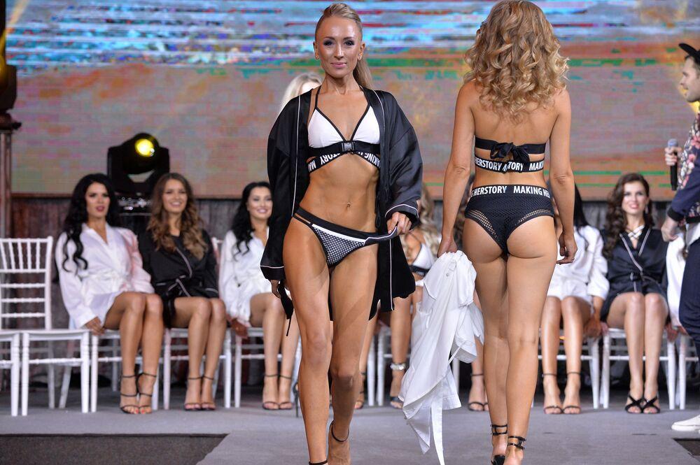 O desfile em biquínis ocorreu, mesmo depois de muitos concursos de beleza internacionais terem desistido desta prática.