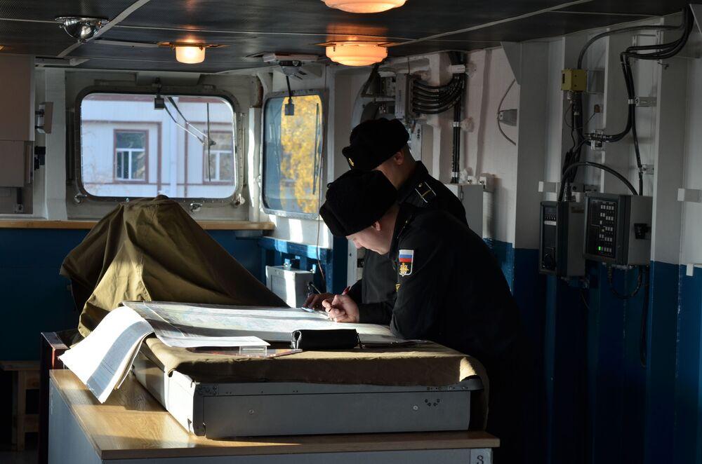Ponte de comando da fragata do projeto 22350, Admiral Kasatonov, atracada no estaleiro na cidade de São Petersburgo
