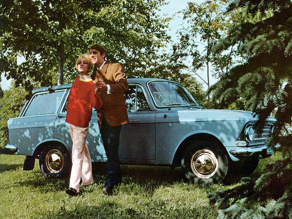 Publicidade do carro soviético Moskvitch-426